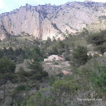 Spaish Valley and land cavehouse for sale