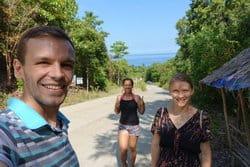 Hausel Dóra és párja a Fülöp-szigeteken